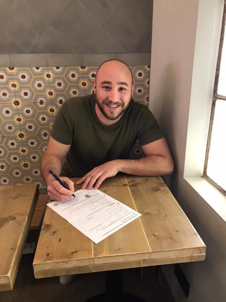 Einer der WSV-Neuzugänge ist Rainer Schreiber Fernandez. Der Torwart unterschrieb nun seinen Vertrag.